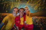 Sam, Heidi en Wim tijdens de 'Foute Party' van Qmusic